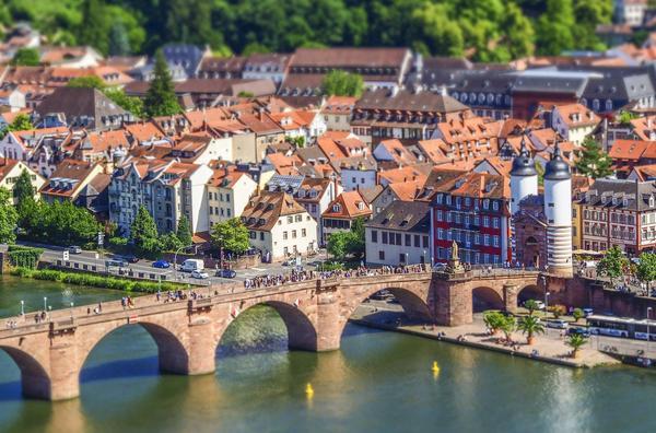 Bild der alten Brücke in Heidelberg, als Titelbild für die Regeln zur Hundehaltung in Baden-Württemberg