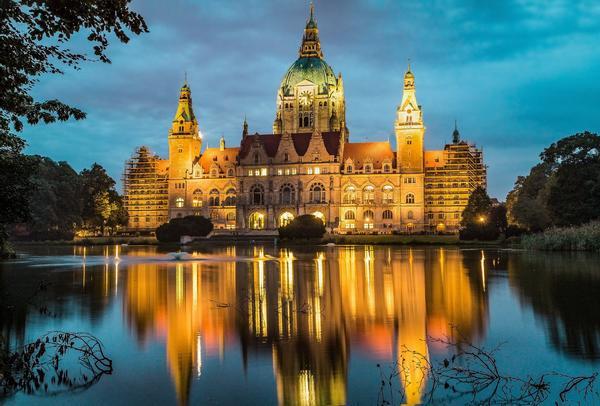 Bild des Neuen Rathaus Hannover, als Titelbild für die Regeln zur Hundehaltung in Niedersachsen